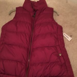 Old Navy womens Cranberry XS puffer vest new